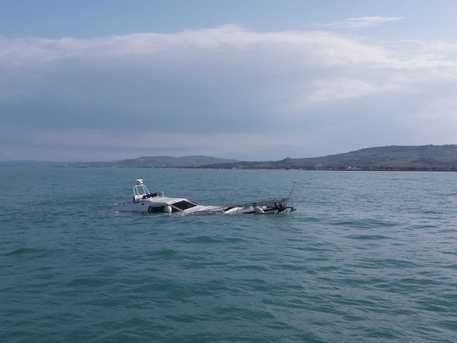 Fumo da una barca da diporto, la Guardia costiera soccorre 2 naufraghi