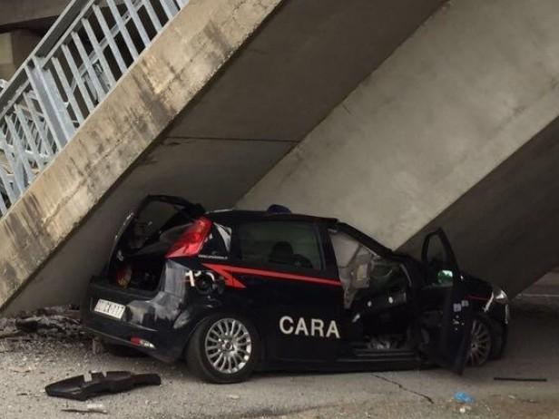 Cuneo, cavalcavia crolla su auto dei carabinieri. Illesi i militari