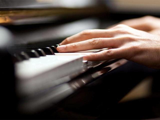 Cesena, musicista con tumore cerebrale suona il piano durante l'intervento