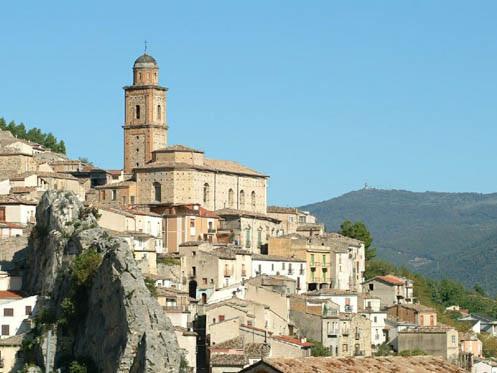 """All'istituto alberghiero di Villa Santa Maria il convegno """"La storia d'Abruzzo in 30 minuti"""""""