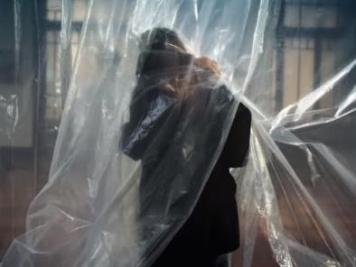 """Il premio Oscar e la """"stanza degli abbracci"""". Tornatore firma lo spot per la cura anti-Covid"""