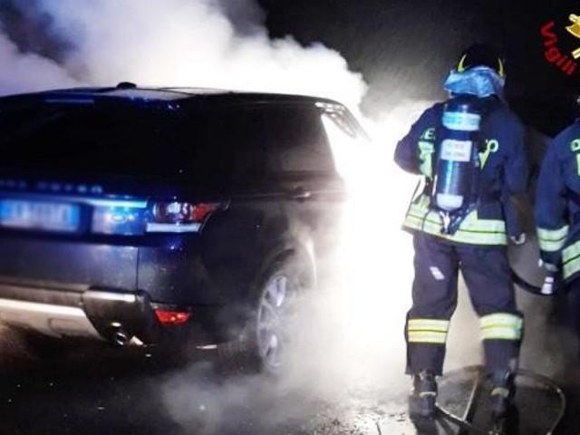 Auto divorata dalle fiamme sull'A14
