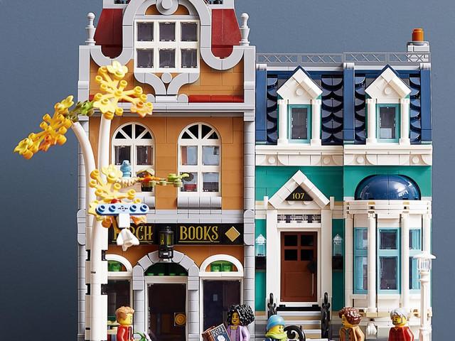 Prime immagini del set LEGO Creator Expert 10270 Bookshop