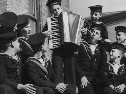 Su TikTok vanno forte vecchi canti marinareschi