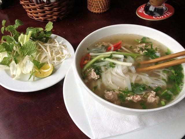 Pho vietnamita: la ricetta della tradizionale zuppa a base di brodo di carne