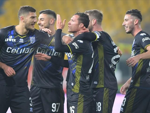 Coppa Italia, Frosinone beffato: un rigore nel recupero manda il Parma agli ottavi