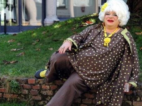 Platinette a Belpietro: «Da gay di destra, respingo questo tentativo di emulare la famiglia tradizionale»