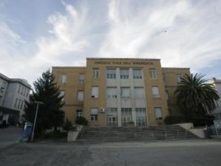 Donna muore dopo il ricovero al pronto soccorso Sequestrata la salma nell'ospedale di Cosenza