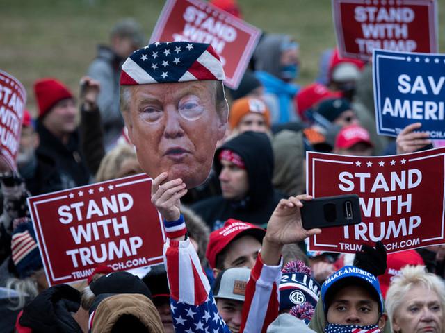 La decisione di 'far fuori' Trump dai social, vista dagli storici