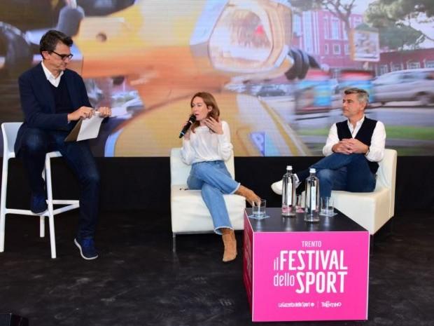 """Vespa in sfilata a Trento con Capotondi, Lambri """"Un'icona mondiale"""""""