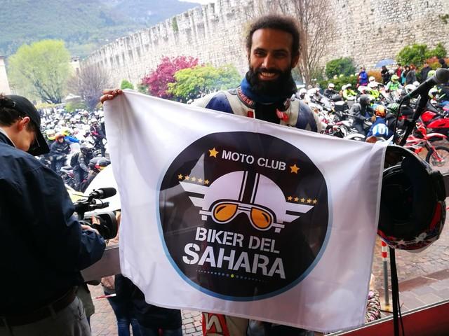 «Sotto il casco siamo tutti uguali» Alla benedizione delle moto anche i biker del Sahara musulmani