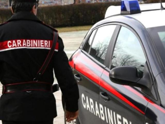 Napoli: due arresti per furto di sigarette ad un tabaccaio