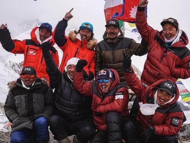 """La rivincita dei """"gregari"""": dieci sherpa in cima al K2 (mai raggiunta d'inverno)"""