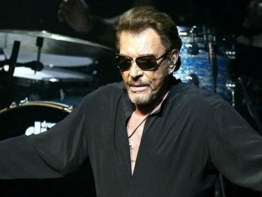 Johnny Hallyday, la rockstar ricoverata per problemi respiratori