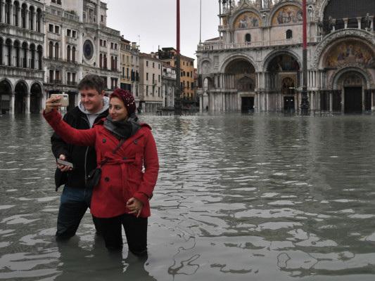 """""""Basta con l'overtourism a Venezia"""". Parla il proprietario di un caffè storico"""
