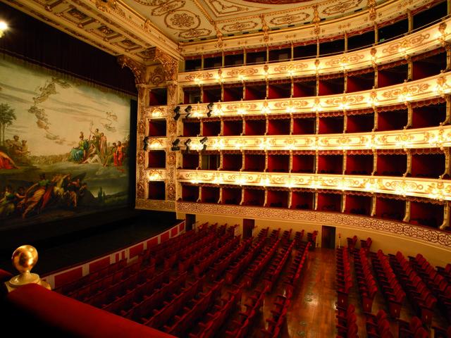 Il teatro al tempo del Covid: al Regio fino a 600 spettatori grazie alle schermature protettive