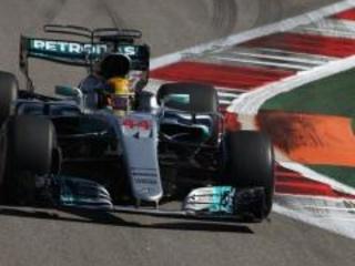 F1 2017, GP Azerbaijan, qualifiche: Lewis Hamilton centra la 66esima pole a Baku