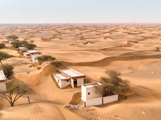 C'è una misteriosa città che si nasconde nel deserto di Dubai