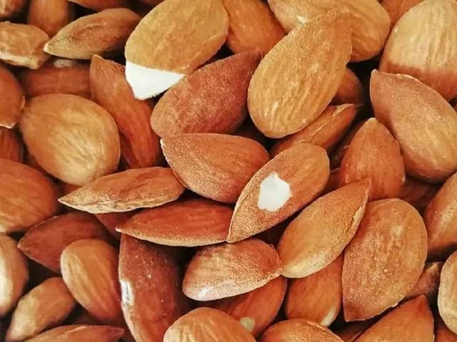 Dieta delle mandorle: quante mangiarne, benefici ed effetto dimagrante