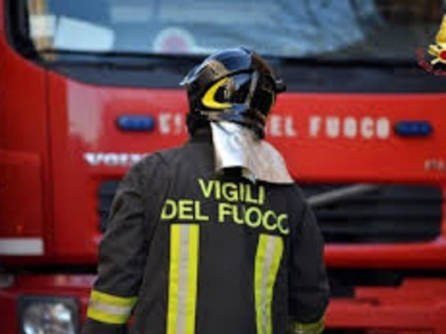 A10, Tir prende fuoco tra Spotorno e Savona: 32 intossicati