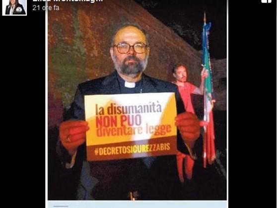Vescovo di Lucca in piazza contro il decreto sicurezza-bis. Polemica politica