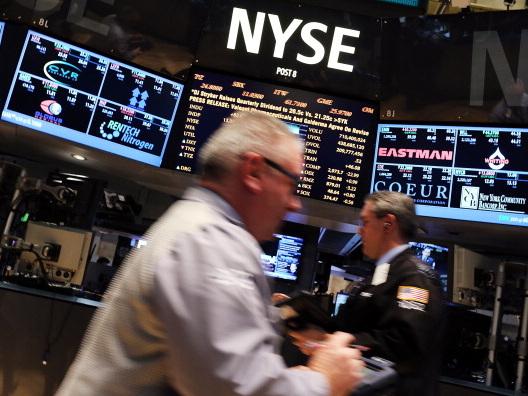 Wall Street guarda alla Fed e riflette sui dati macro