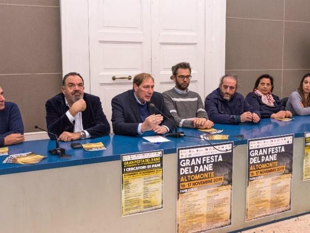 """Altomonte, pane e olio protagonisti della 13^ edizione della """"Gran Festa del Pane"""""""