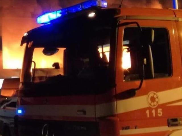 Incendio in casa di notte a Lucca: morta una ragazza di 14 anni