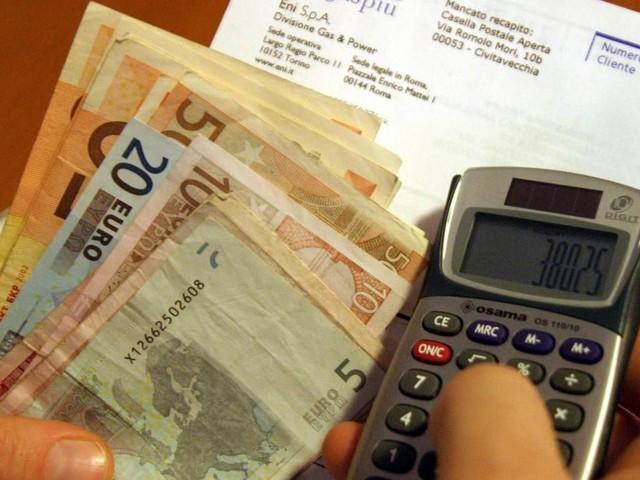 Risparmiare sulle bollette: ad aprile è importante scegliere tra mercato libero e tutelato
