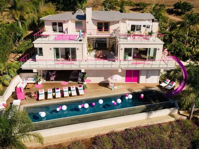 Sogni di vivere nella casa di Barbie®? Affittala su Airbnb