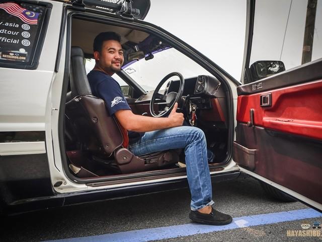 Un uomo sta guidando dalla Malesia alla Germania per sposare l'amore della sua vita
