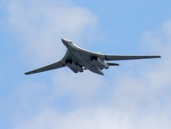 F-16 NATO in missione nel Baltico intercettano due aerei militari russi