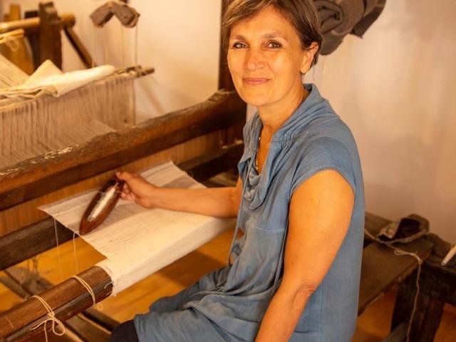 """Macerata, Maria Giovanna e l'antica arte della tessitura: """"In Italia poco valorizzata, all'estero ci ammirano"""" (FOTO)"""