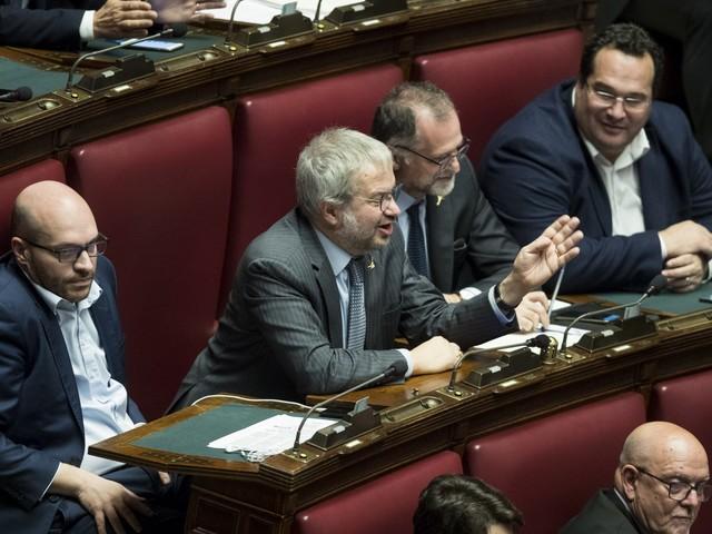 """Borghi asfalta Conte in Aula: """"Presidente lei è un traditore"""""""