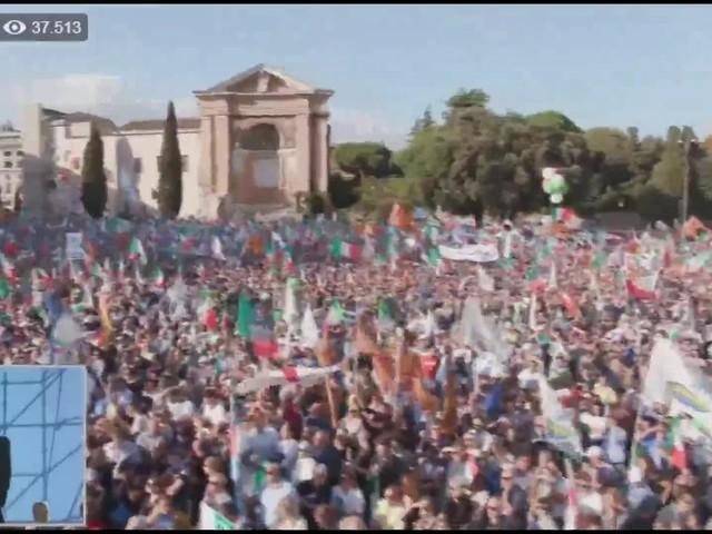 """Berlusconi a San Giovanni: """"Questa è la nostra piazza, sono commosso"""""""