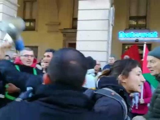Corteo No Tav, contestato il vicesindaco di Torino