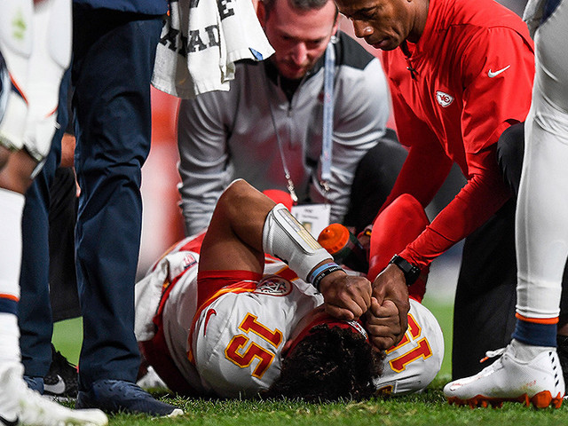 Patrick Mahomes Out At Least Three Weeks After Dislocating Right Kneecap; MRI Set For Friday