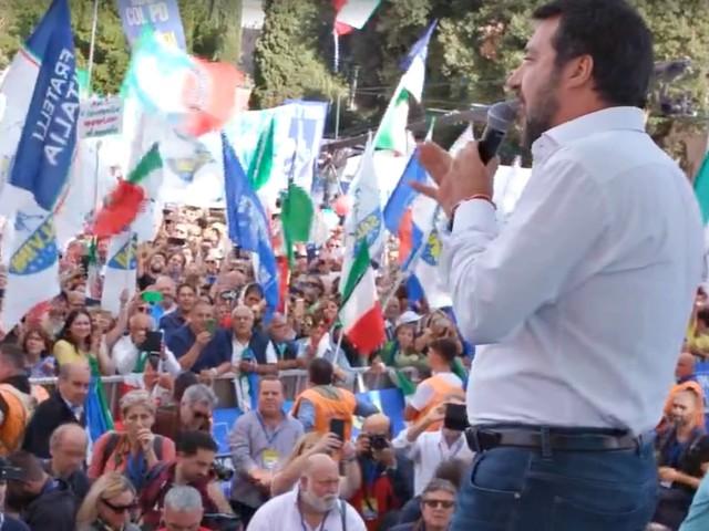 Roma, centrodestra in piazza contro il governo: gli interventi di Meloni, Berlusconi e Salvini. La diretta
