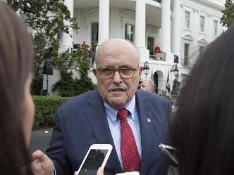 Per la prima volta Trump ammette di aver mandato Rudolph Giuliani in Ucraina a indagare su Biden