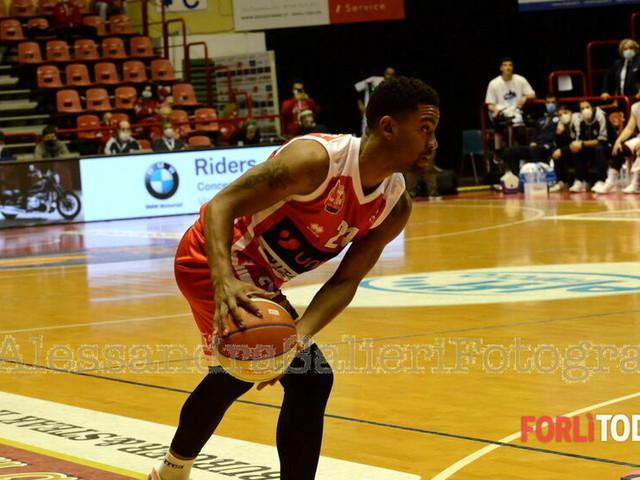 Basket, rinviata a marzo la sfida tra Unieuro Forlì e Benedetto XIV Cento