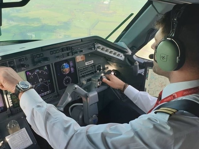 James, il primo sieropositivo a diventare pilota di aerei di linea