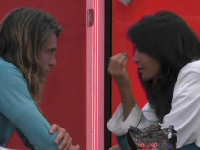 Aida ed Alberto aggrediti a telecamere spente dagli altri concorrenti del GF