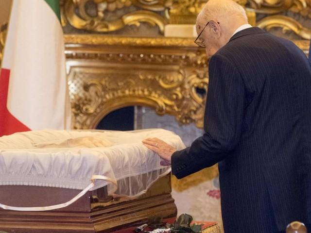"""L'ultimo saluto a Stefano Rodotà. Gentiloni: """"Un esempio di vita"""". Napolitano commosso: """"Grande amicizia malgrado i dissidi"""""""