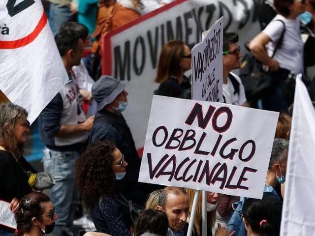 """Veneziani: """"razzismo sanitario sui vaccini""""/ """"Media istigano odio e dividono Italia"""""""