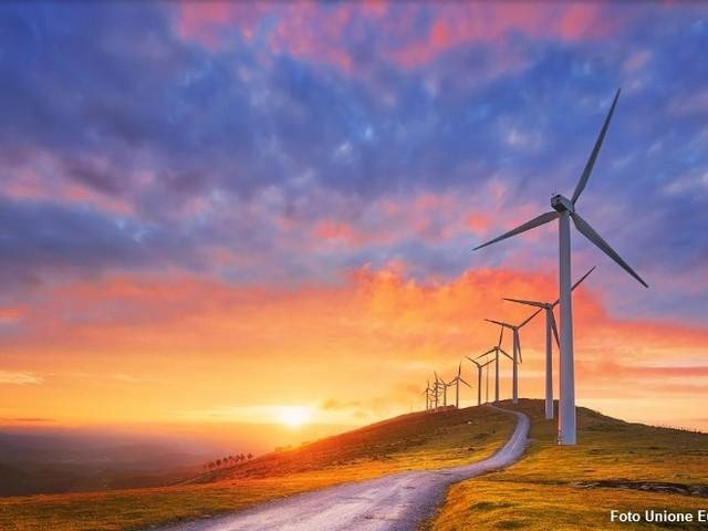 Il Parlamento europeo: più investimenti ecologici e meno ineguaglianza