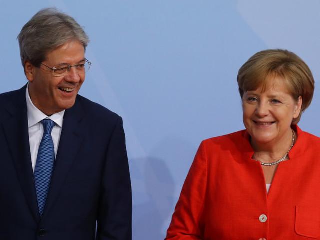 Acrobata Merkel. La leader Cdu a Tallinn rassicura Gentiloni dopo Macron. Con un obiettivo: non dare l'impressione di frenare l'Ue...