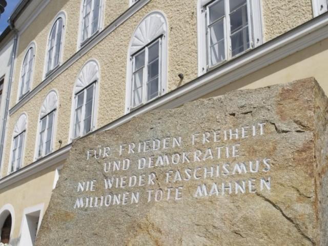 La casa natale di Hitler sarà un commissariato di polizia: così si eviteranno i pellegrinaggi neonazi