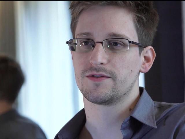 Edward Snowden chiede asilo politico a Macron