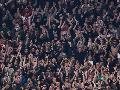 """Ajax, niente trasferta a Londra per i tifosi: """"Pericolo per la sicurezza"""", scenario da guerriglia"""