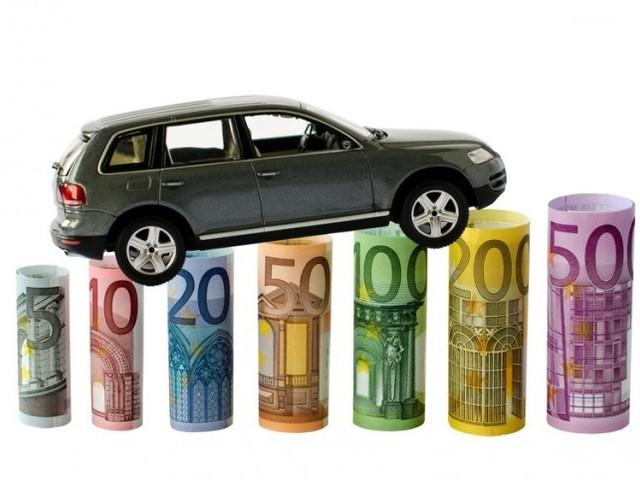 Rc auto: prezzo scende a 405 euro, il più basso dal 2012
